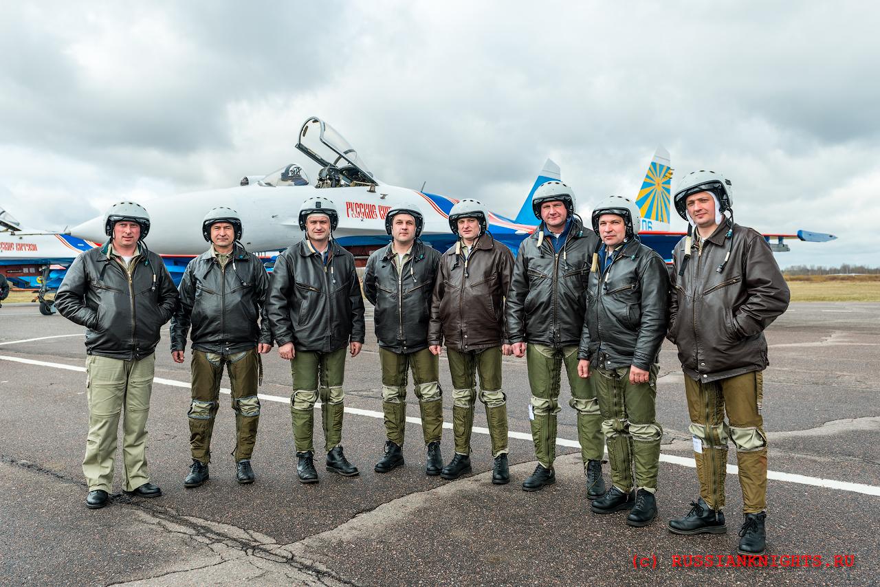 надпись группа русские витязи пилоты фото решил продолжить образование